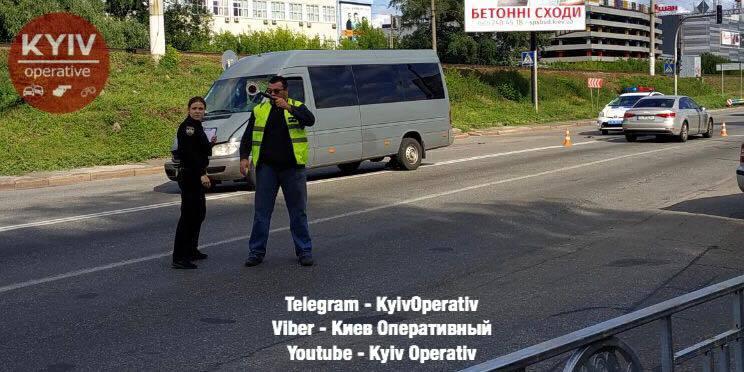 В центрі Києва поліція потрапила в епіцентр гучного скандалу на місці ДТП