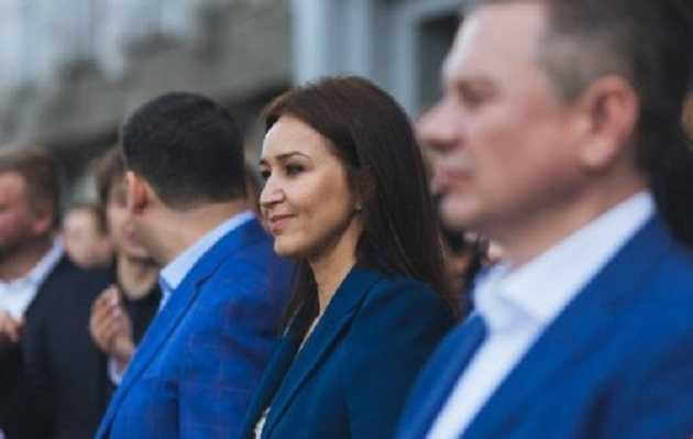 Недоплатив 600 тис грн податків: Володимир Гройсман приховав справжню вартість елітного авто дружини