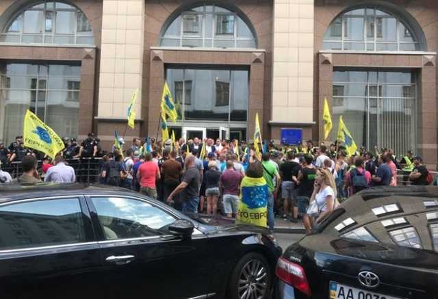 «Евробляхери» під Радою: одному з активістів «світить» від 4 до 7 років за спробу вдарити депутата