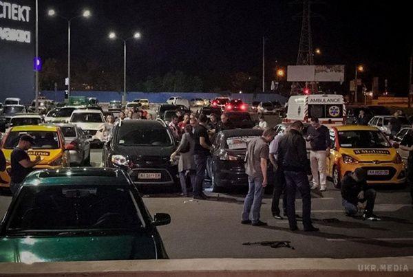 В одному з торгових центрів невідомий вчинив масову стрілянину, є жертви