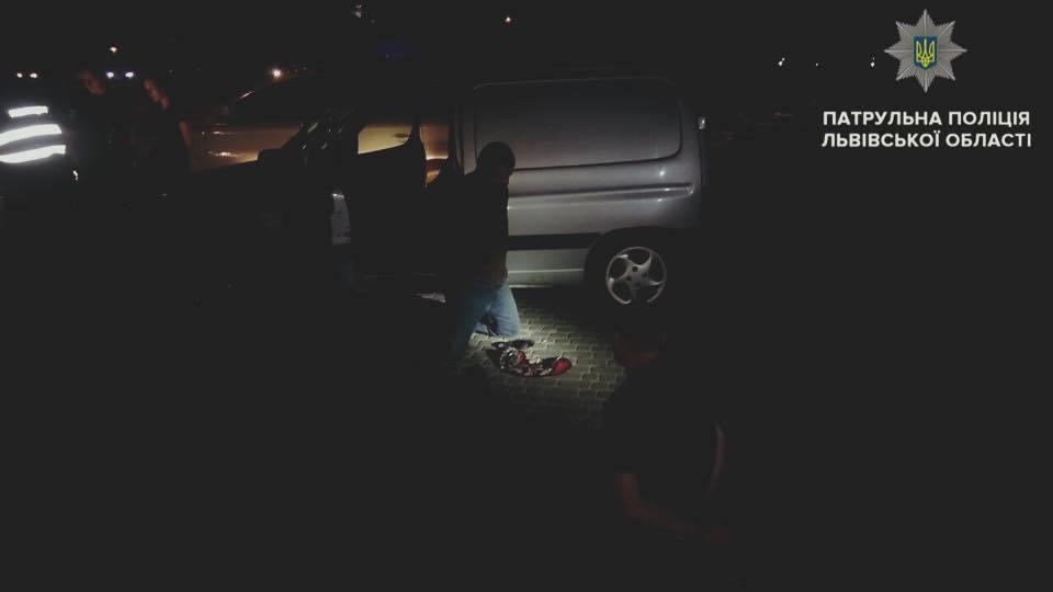"""""""Раптово вискочив з авто, з чимось металевим в руках"""": У Львові невідомі напали на патрульних"""
