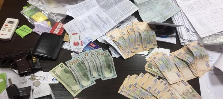 Спіймали на гарячому: СБУ затримало на хабарі керівника Балтського відділу поліції