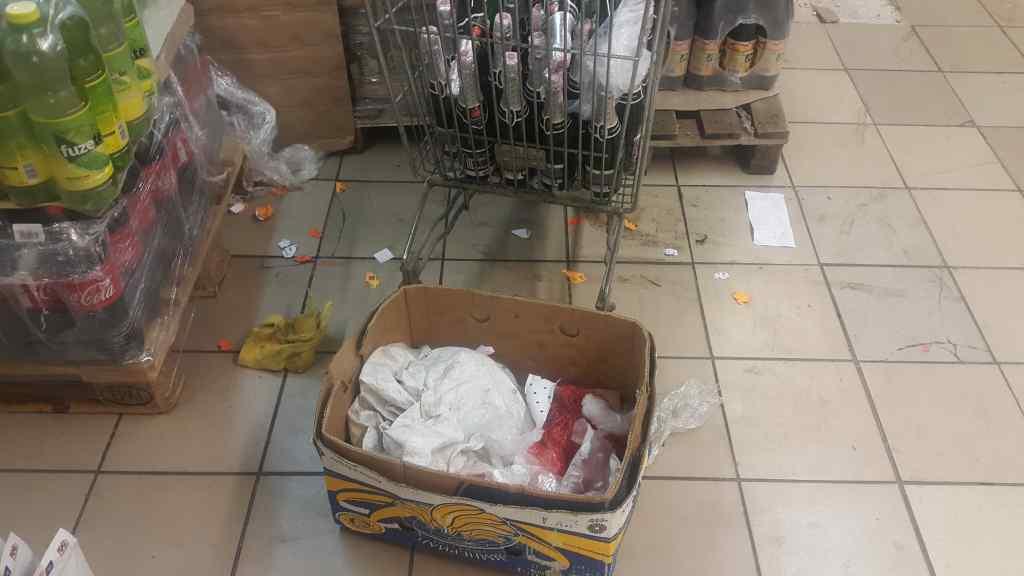 """""""Щурі в печиві й різкий сморід"""": Відомий київський супермаркет перетворився на смітник"""