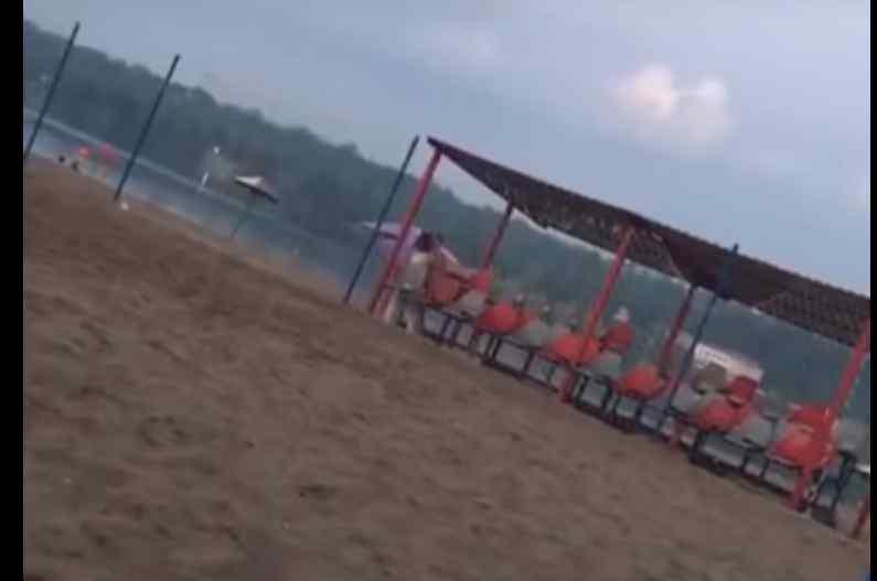 У Запоріжжі парочку застукали за пікантним заняттям на пляжі. З'явилось відео