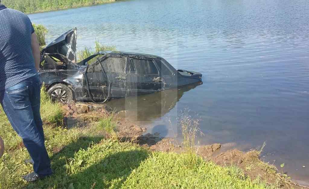 Сім'я з півторарічною дитиною потонула прямо уві сні: Автомобіль скотився в озеро
