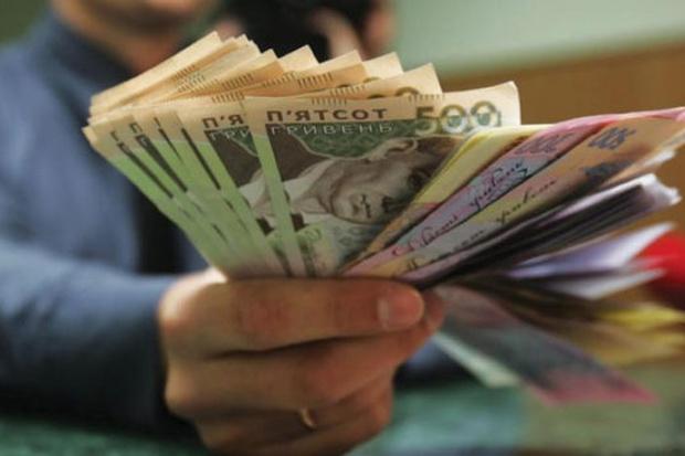 Черговий сюрприз від держави: українцям заборонять одночасно отримувати пенсію і зарплату