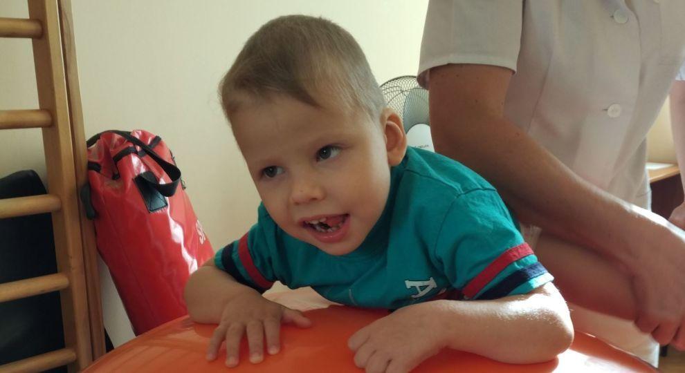 """""""Мені сказали, що він не переживе операцію"""": Маленькому Михайлику терміново потрібна допомога"""