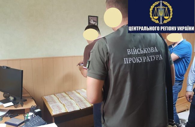 В Полтаві на отриманні хабара затримали чиновника Державної виконавчої служби
