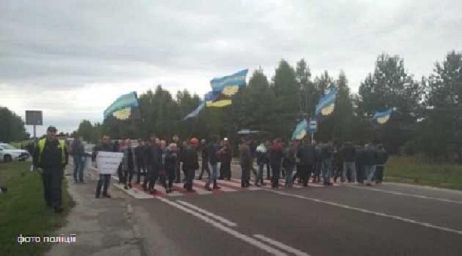 На Львівщині перекрито міжнародну трасу: Стало відомо, чого домагаються учасники мітингу
