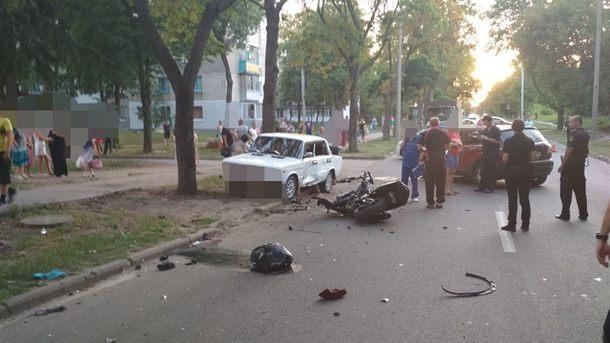 Моторошна ДТП в Харкові: Автомобіль на швидкості зіткнувся з двома мотоциклістами, є жертви