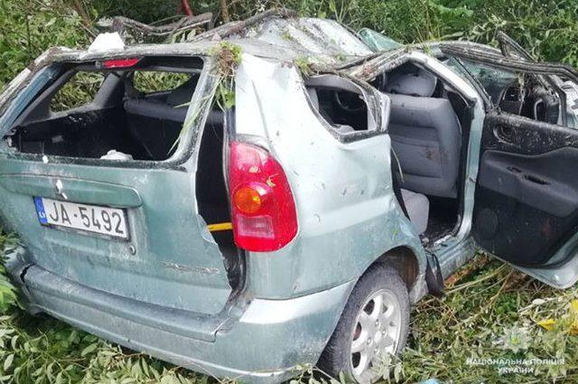 На повному ходу автомобіль вилетів з моста в кювет: на Львівщинні у ДТП постраждало четверо іноземців