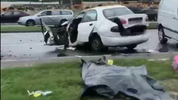 У Києві два автомобілі на швидкості зіткнулись лоб в лоб, двоє загиблих