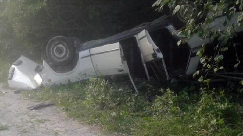 На Хмельниччині перекинувся автомобіль з людьми: постраждали дорослі й дитина