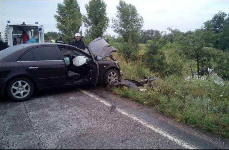 Унаслідок зіткнення двох автомобілів на Дніпропетровщині загинула одна людина, п'ять постраждали