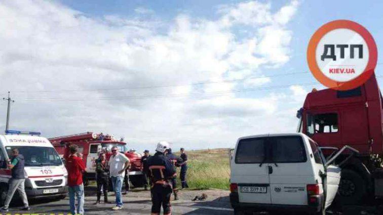"""""""Двоє загинули миттєво. Двоє ще дихали, проте…"""": На заході України сталася масштабна ДТП"""