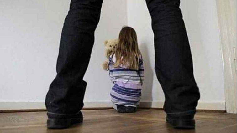 Заставив не розказувати мамі: Батько впродовж 8 років гвалтував свою маленьку донечку