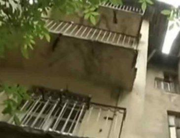 """""""На очах у маленької дочки"""": Львів'янин вийшов на балкон покурити і полетів вниз"""