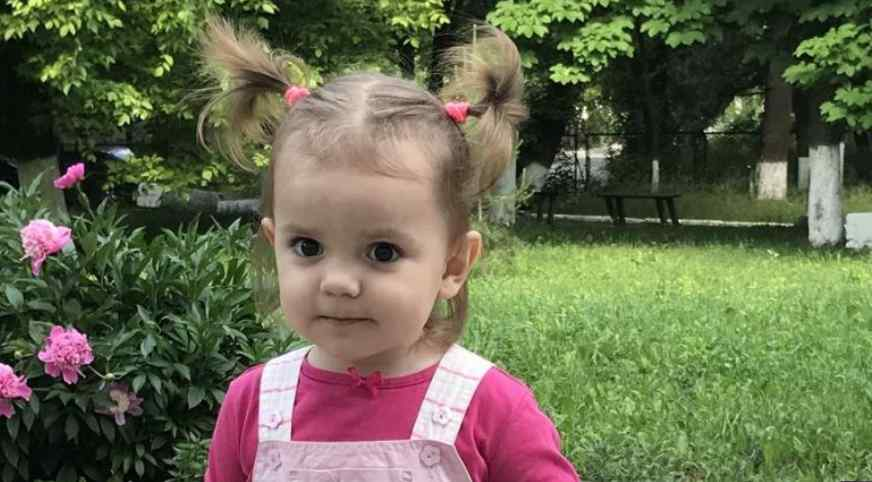 """""""Через неадекватне лікування втратила слух"""": Допоможіть маленькій Аліся знову почути голос мами"""