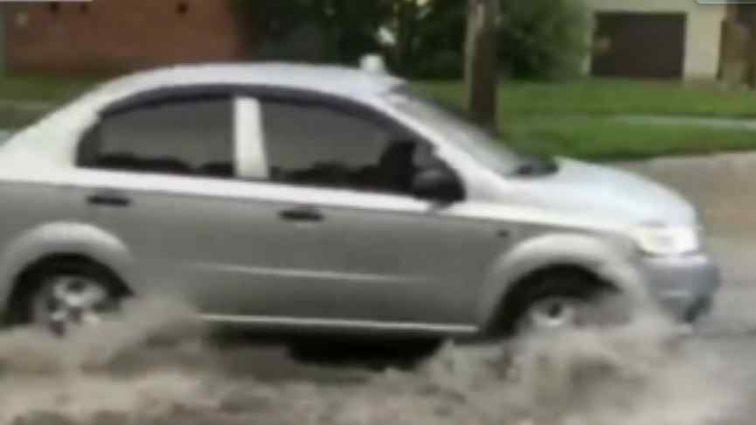 """Потужна злива в Хмельницькому перетворила місто на """"Венецію"""""""