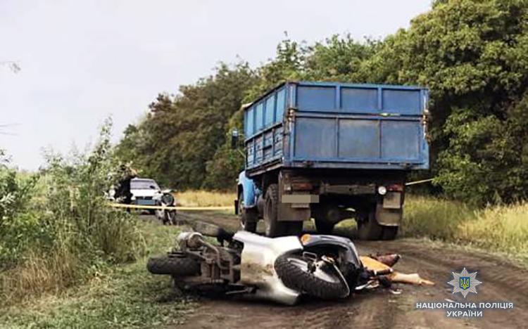 Видовище не для слабкодухих: під Запоріжжям вантажівка переїхала голову водієві мопеда