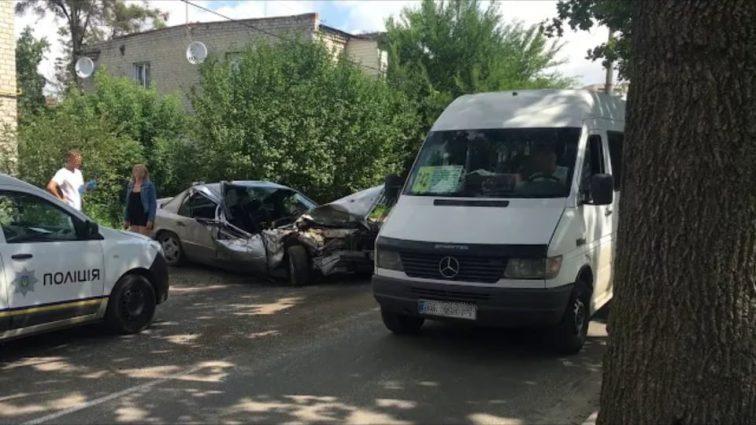 Під Києвом п'яний на шаленій швидкості протаранив автобус із пасажирами