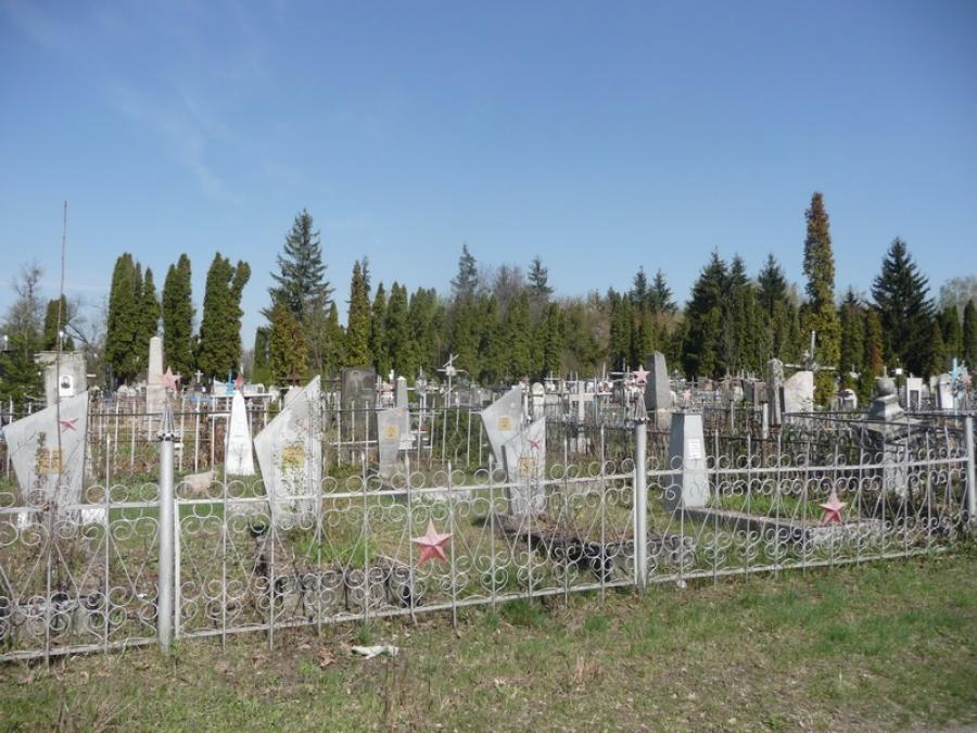 """""""Йшли на могилу товариша"""": На кладовищі троє дітей підірвалися на міні"""