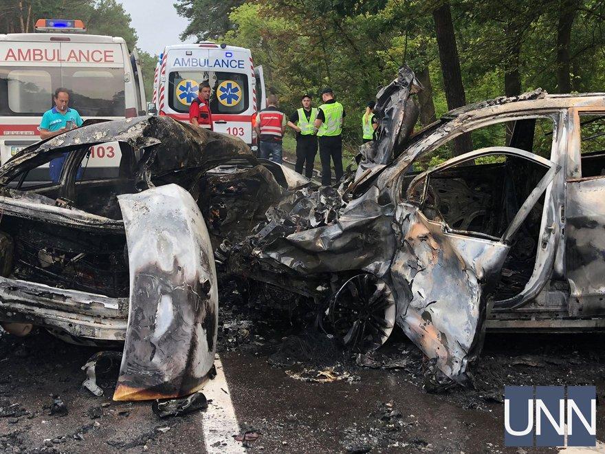 """""""Люди згоріли в машинах"""": Лобове зіткнення під Києвом забрала життя трьох людей"""