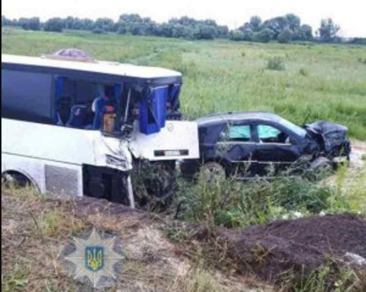 """""""Авто злетіло з дороги та влетіло в автобус"""": У моторошній ДТП загинув відомий чиновник"""