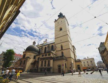 Стрілянина в центрі Львова: Невідомий відкрив вогонь по людях