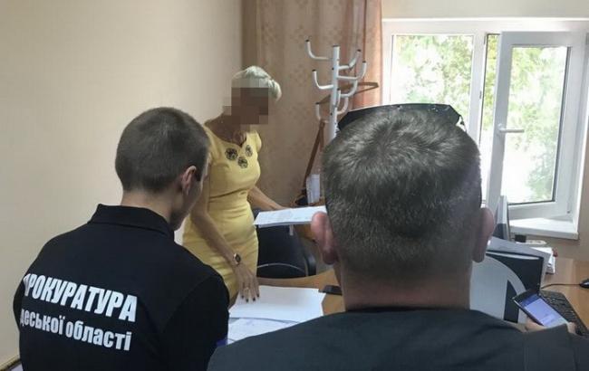 В Одесі на хабарі спіймали чиновницю