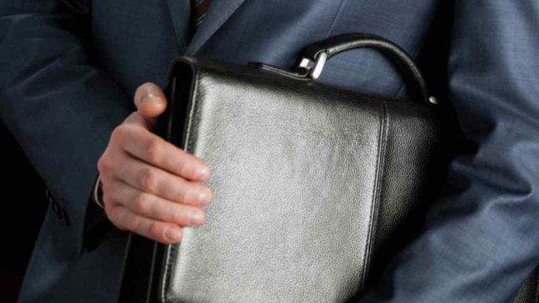 Потрапивши в гучний скандал міністр у справах малого бізнесу пішов у відставку