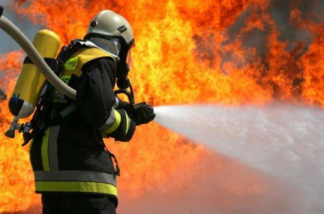 Вогонь охопив всю будівлю за лічені хвилини: В Києві загорівся дитячий садок