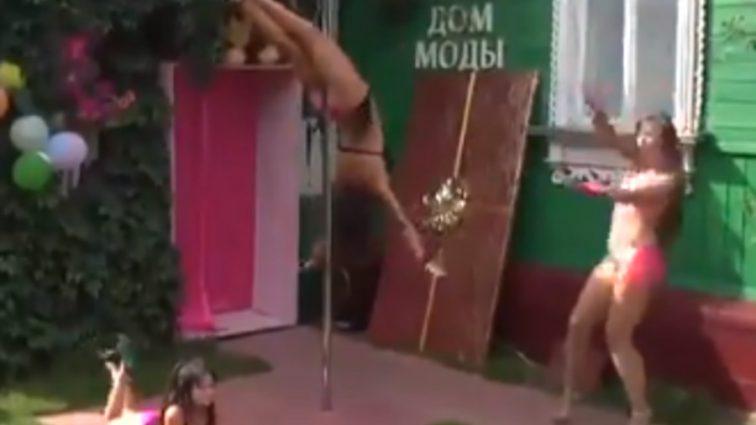 """""""На тлі кришки труни"""": Дитячий стриптиз в російському селі спантеличив мережу"""