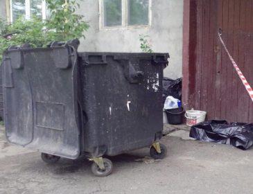 Запевняє, що дитина померла дома: З'явились моторошні подробиці про немовля, яке знайшли у Києві на смітнику