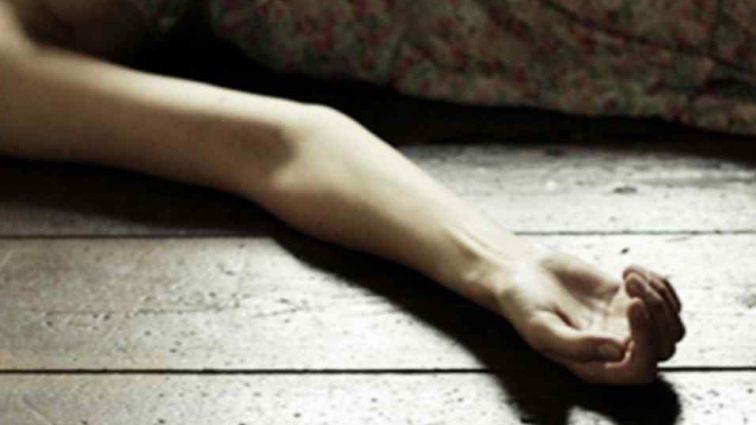 Сиротами залишилося четверо маленьких дітей: Молода жінка знайдена мертвою у господарській прибудові