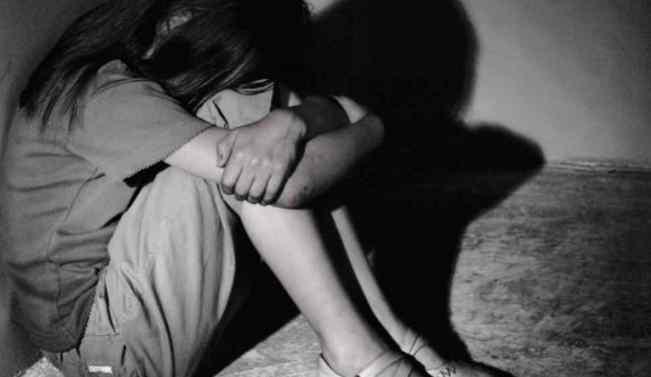 Викрав 13-річною дитиною: Чоловік протягом 15 років ґвалтував дівчину, тримаючи запертою в печері