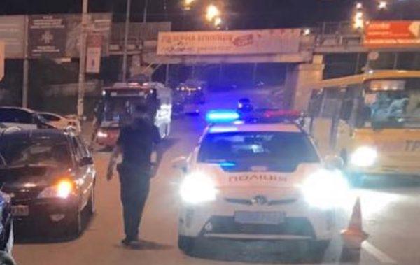 Поки саджав дитину у автокрісло: В Києві чоловіка на смерть збила машина