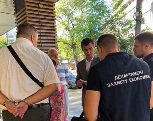 Чиновник сплутав збори і побори: Луценко повідомив про гучне затримання високопосадовця-хабарника ДФС