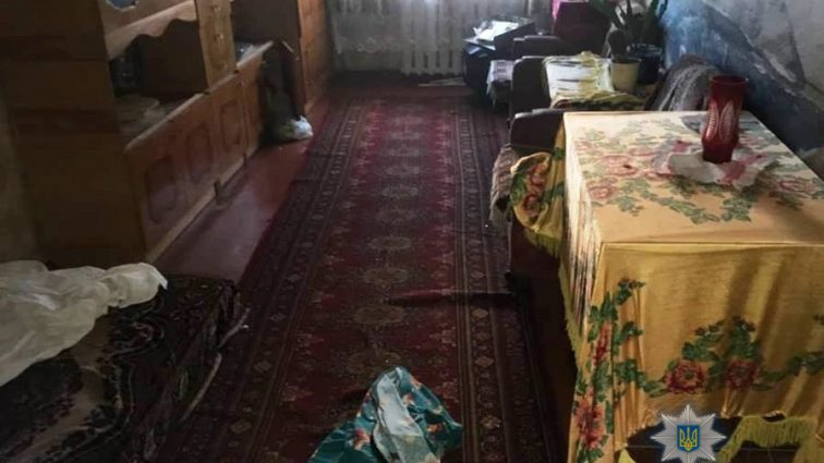 На Київщині чоловік порізав жінку кухонним ножем