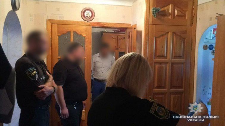 Заманили додому і знущались: під Києвом двоє чоловіків кілька годин гвалтували неповнолітню дівчину