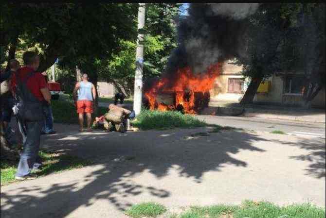 На Дніпропетровщині підірвався мікроавтобус з депутатом, подробиці і фото