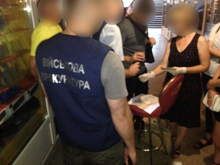 Вимагала 75 тис.: На Рівненщині чиновницю спіймали на хабарі