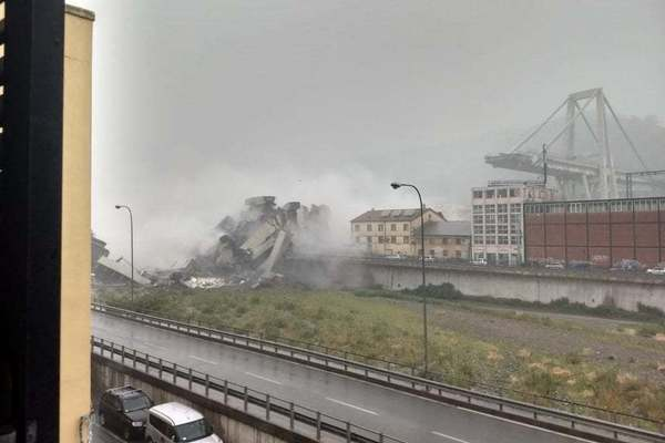 Під завалами десяткі людей і автомобілів: В Італії обвалився автомобільний міст заввишки 50 метрів