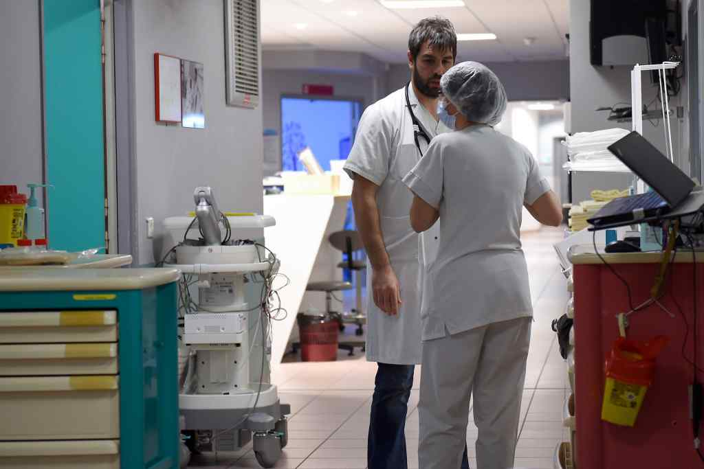 Медреформа в дії! Лікарі відмовилися надавати допомогу чоловікові, який стікав кров'ю