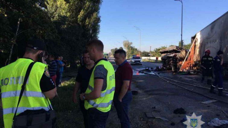 Моторошна ДТП на Рівненщині: Внаслідок сильного зіткнення водій вантажівки згорів заживо