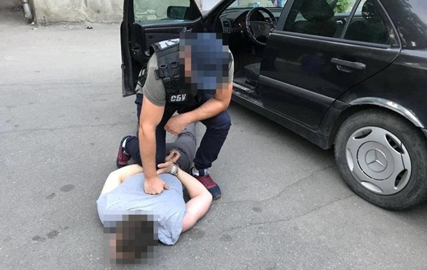 Вимагав гроші за прийняття рішення: У Кропивницькому на хабарі спіймали слідчого поліції