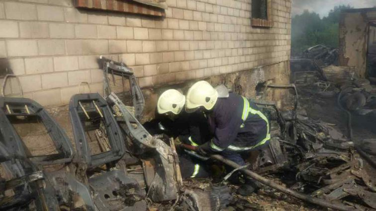 Вбив пенсіонерку та підпалив будинок: В Тернополі судимий жорстоко познущався над сусідкою