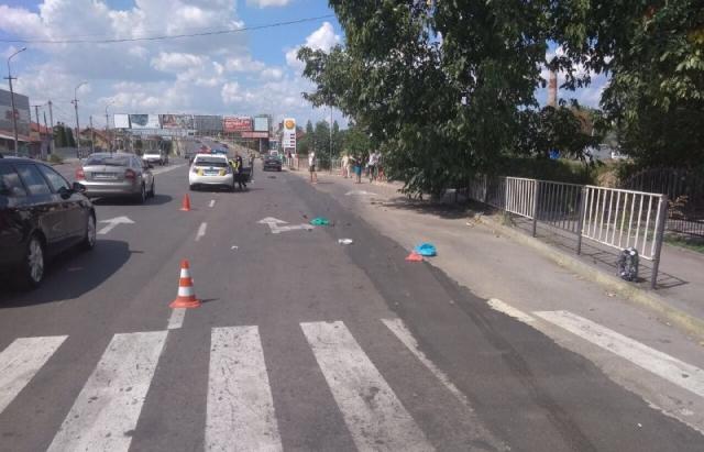 Віз дружину у пологовий: На Закарпатті водій на шаленій швидкості збив чоловіка на пішоходному переході