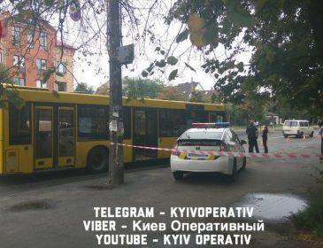 В Києві неадекватний мотоцикліст розстріляв автобус з пасажирами. Перші подробиці