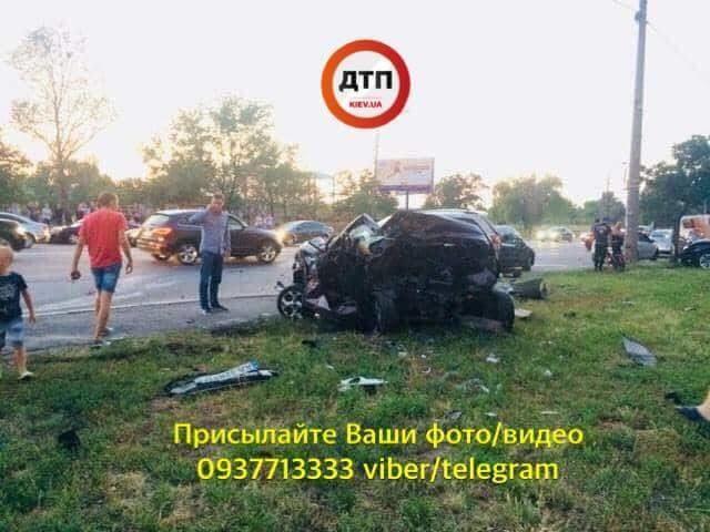 Авто «в мотлох» та бійки з поліцією: У Києві неадекватний мажор вчинив масштабну ДТП